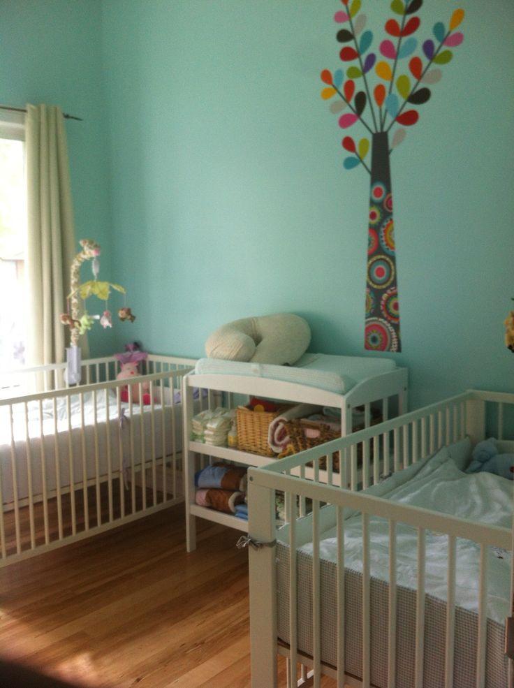 chambre bb jumeaux stunning chambre fille bleu et violet peinture bebe en rose pour des jumeaux. Black Bedroom Furniture Sets. Home Design Ideas