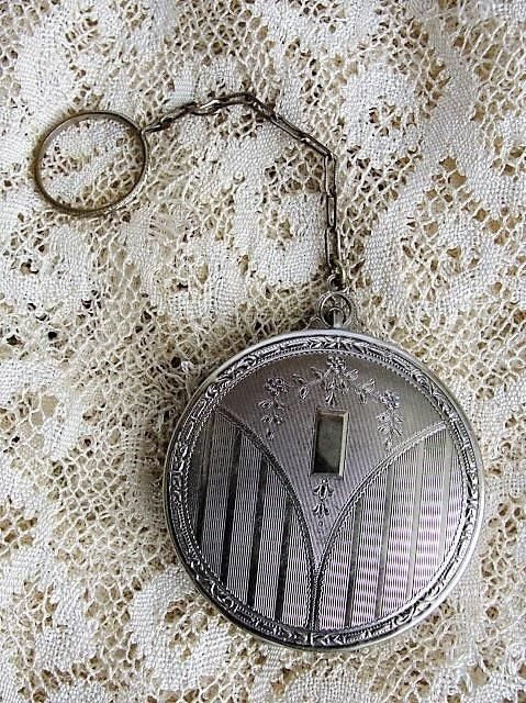 1920s LOVELY Art Deco Engraved Vanity Case Finger Compact 20s Flapper Compact with Finger Ring Chatelaine Collectible Vintage Compact Vanity Item