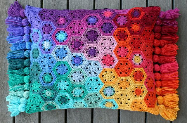 Ravelry: rettgrayson's Hexagon Pixel Cushion
