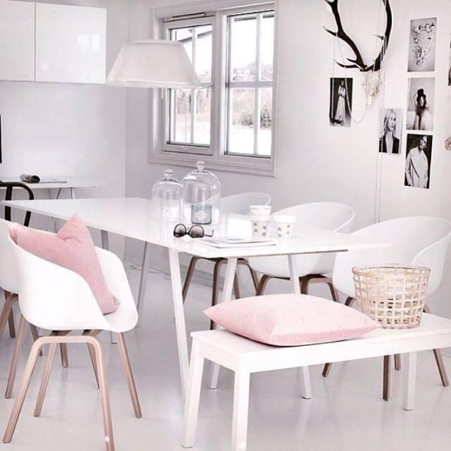 Wit met roze en zwart, via @retrojan on Instagram http://ift.tt/1KKu6z6