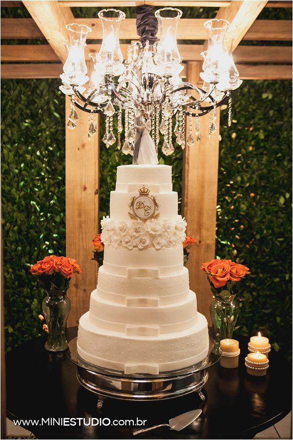 Blog OMG I'm Engaged - Bolo de casamento clássico, com o monograma dos noivos e laços. Classic wedding cake.