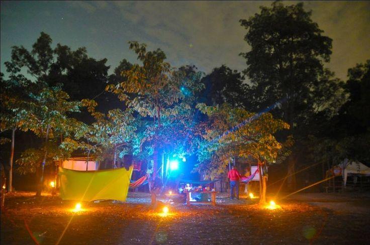 Hammocking di bawah bintang - bintang dan di temani lentera lentera malam serta bersama gemerlapnya lampu lampu di ujung kota batam dan singapura . ini yg di namakan surga malam . . Terimakasih semesta .. #hammocker #batamview #paribatam #traveller #batamisland #tangga1000 #hammocklife #pecintaalam #keprifoto #jelajahindonesia #indonesiaindahbanget by @paribatam