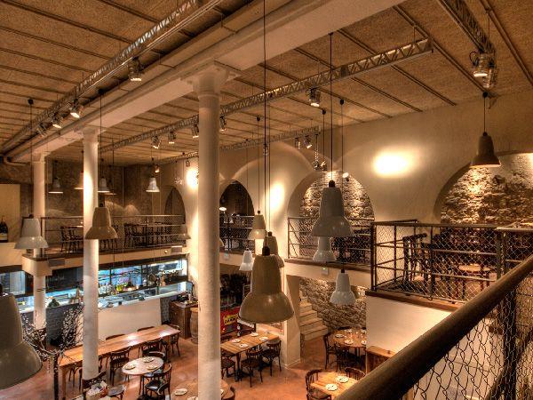 Projectors Oscar - Restaurant La Puntual Barcelona #retaillighting #spotlight