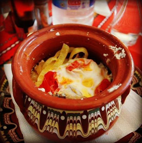 Sirene po shopski, Bulgarian cheese with tomato, onion and egg, baked in a clay…