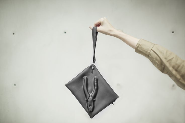 VF MATTE (S) - Vacuum formed with industrial tools shape on the surface. With a removable hand strap. www.pomch.com