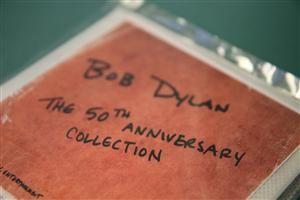 EXKLUSIV AUKTION Samling med 86 tidigare outgivna Bob Dylan-låtar. Detta är 1 av bara 100 exemplar, supertillfälle! Ta chansen: http://bit.ly/MHdylanauktion