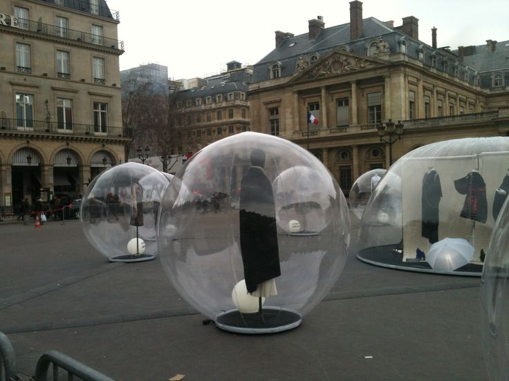 Paris / Installation of fashion near the Louvre
