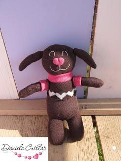 Mascota de calcetines creada por Dani Cuéllar para Villa Caramelo