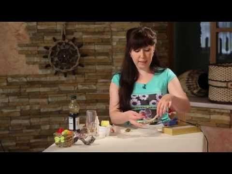 В новом выпуске программы «Ручная работа» дизайнер Юлия Панова научит вас делать необычную интерьерную ложку в технике плетения из газетных трубочек. Кроме т...