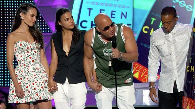 Winners from the 2015 Teen Choice Awards included Wiz Khalifa, Furious 7, and Ellen DeGeneres. Scream queens stars Lea Michele and Emma Roberts presented an award as well as Sarah Hyland, Skylar Astin, and Rita Ora.
