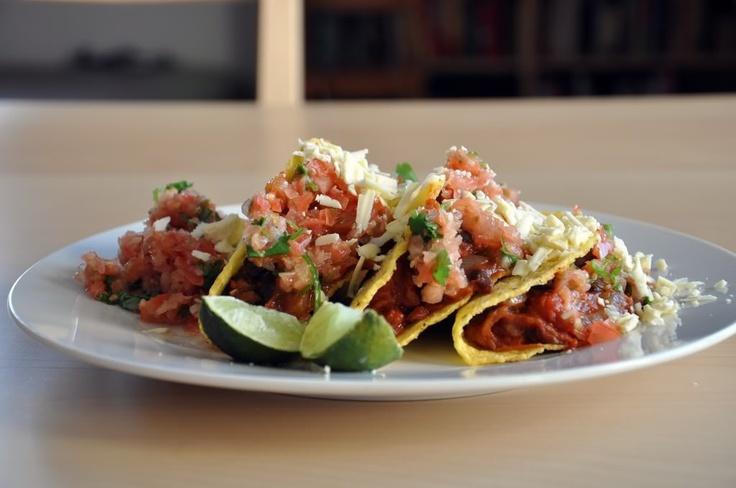 Tacos z czarna fasola i pomidorowa salsa