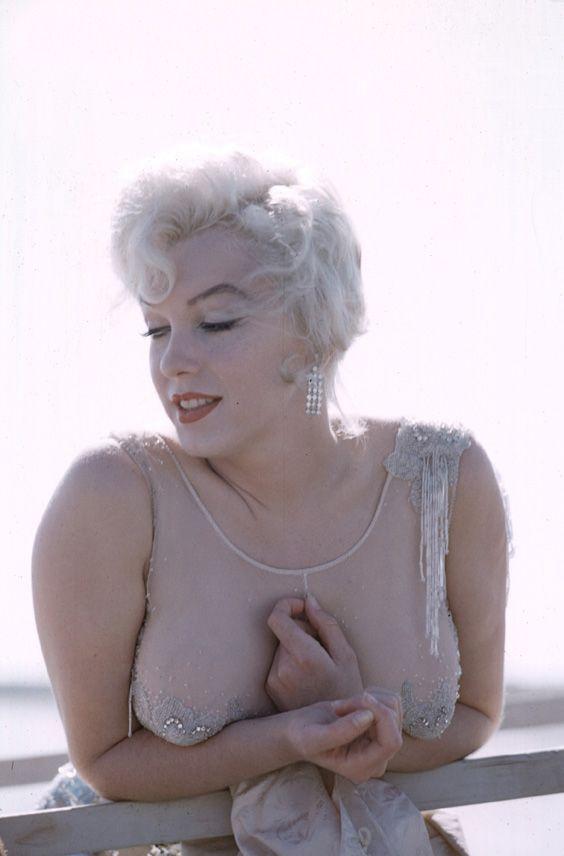 Мерлин монро большой грудью фото, кончается сперма девушки секс