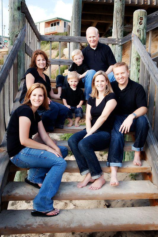 Family of 7 portrait pose | posing10 7 Rockin Beach Posing Tips