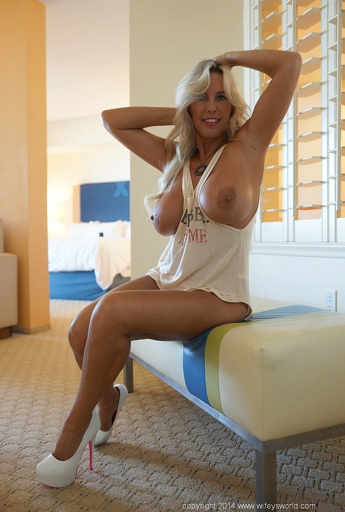 Hot Nude Mature Girls