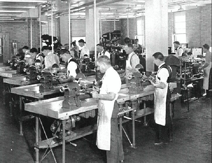 IBM Workshops Endicott New York in the early 1930s Ten Hardinge cataract underdrive bench lathes being used by well-dressed gentlemen. At least they rolled up their sleeves.  #Hardinge #metallathe #machinist #machining #Metalworking #oldtools #toolporn #machinistporn #machinists #machineporn #machinistlife