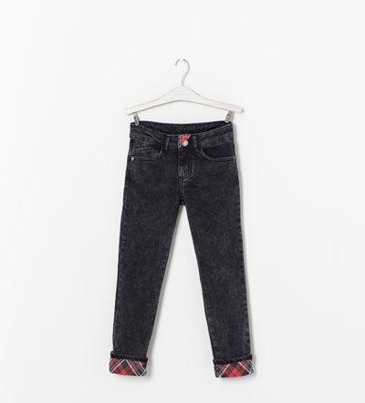 Image 1 de Pantalon denim skinny à revers à carreaux de Zara