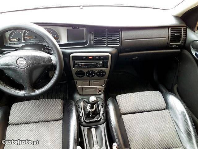 Opel Vectra Carv 2.0 DTI Sport Novembro/01 - à venda - Ligeiros Passageiros, Lisboa - CustoJusto.pt