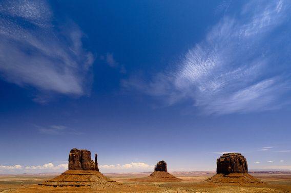 Koop 'Monument Valley - Arizona (VS)' van Edwin van Amstel voor aan de muur.