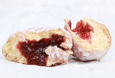 These jelly-filled doughnuts, or sufganiyot, are a traditional food for modern-day Israelis.: Food Recipes, Machine Jelly, Breads Machine, Families Food, Bread Machines, Sufganiot Hanukkah, Hanukkah Jelly, Jelly Doughnut, Doughnut Recipes