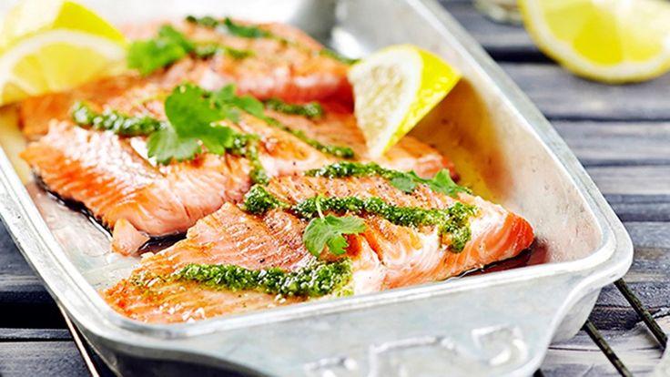 Kala kypsyy grillissä