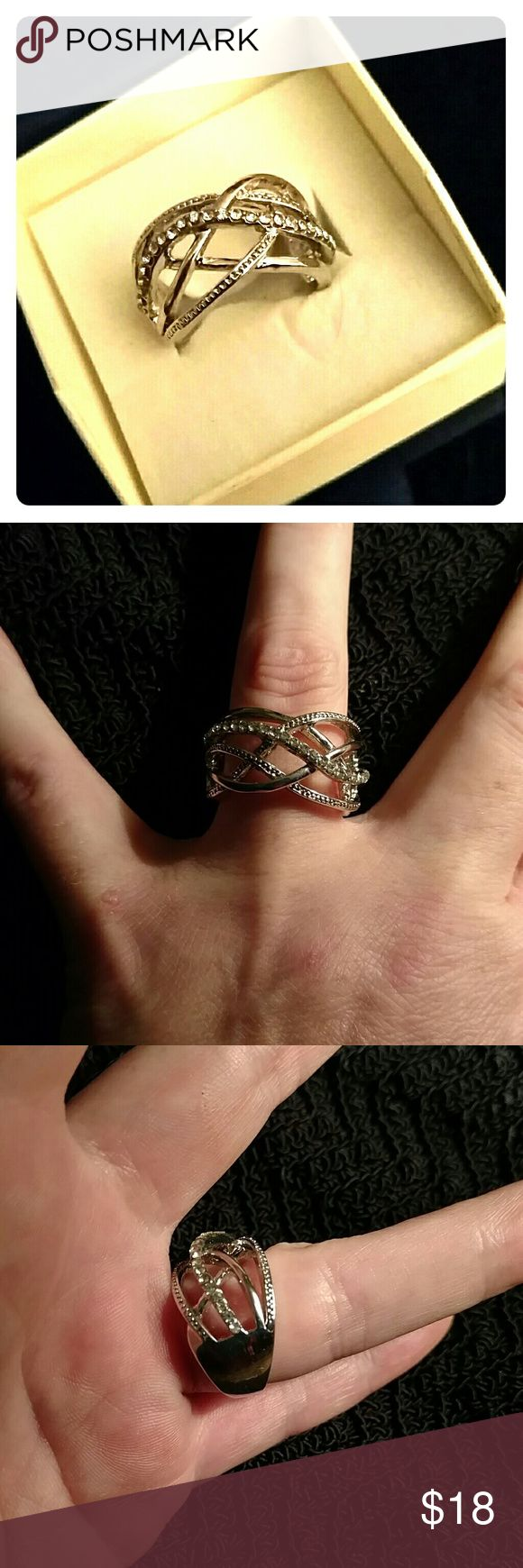 SILVER MULTI LAYER INTERWOVEN RING Design as Shown 5 Layers of mixes ... Smooth & Stones intertwined Excellent Condition One tiny stone looks missing but is not :) Jewelry Rings