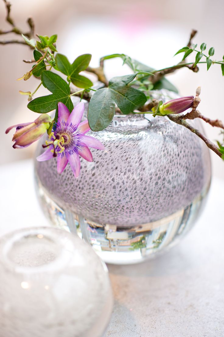 Ball vase with bubbles