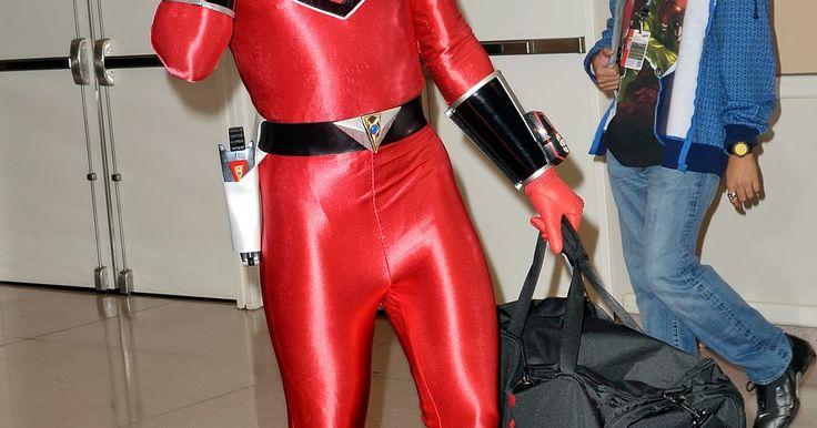 Cómo hacer tu propia máscara de Power Ranger