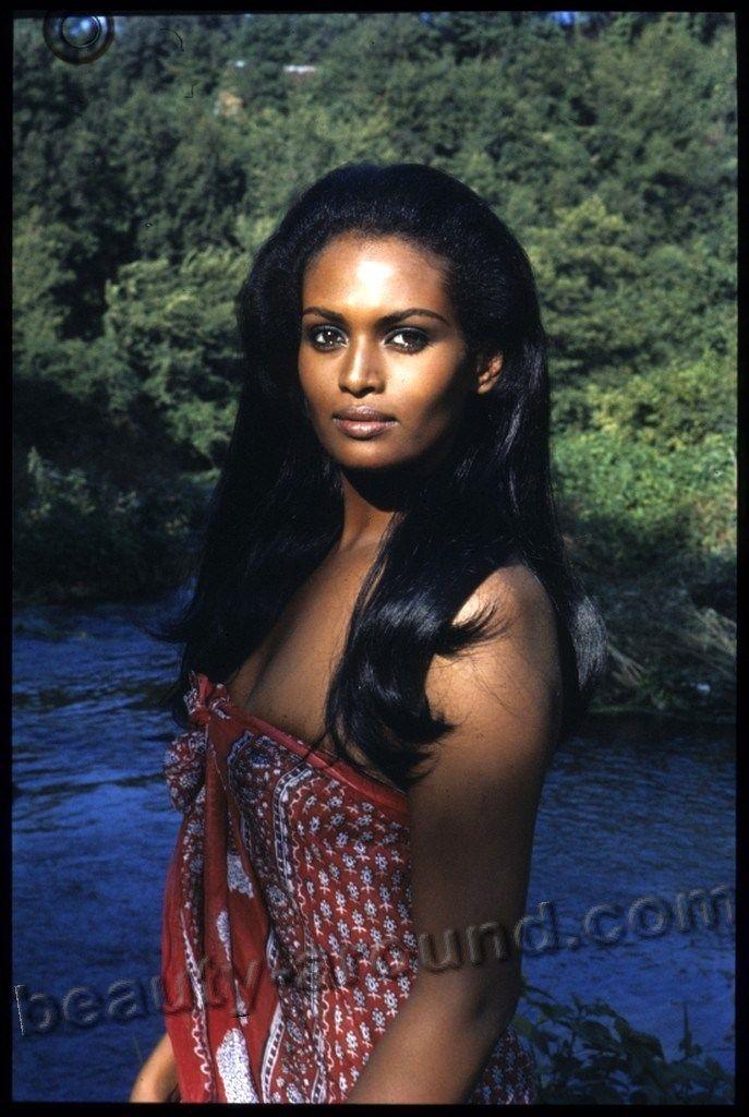 Sexy black woman Zeudi Araya Italian actress of Ethiopian descent photo