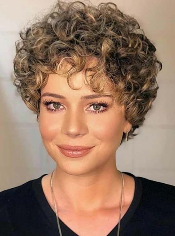 Browse here to see the chic and sexy short curls styles for women and girls. Thi…