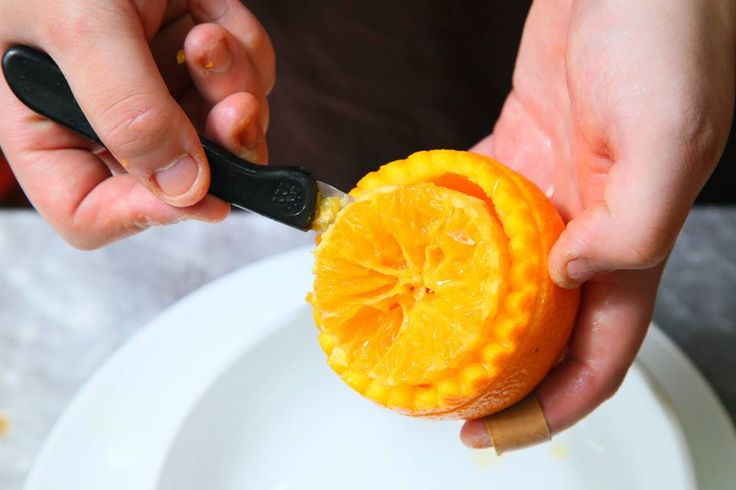 Now that you have two parts of your orange, leave your lid aside. Take the body of your orange and cut out all the the fruit's flesh, and put the flesh in a separate dish for our later use.  #hangzhou #china #chinese  #foodie #dishes #recipe #specialty #cuisine #food #orange #crab #roe #savory #delights