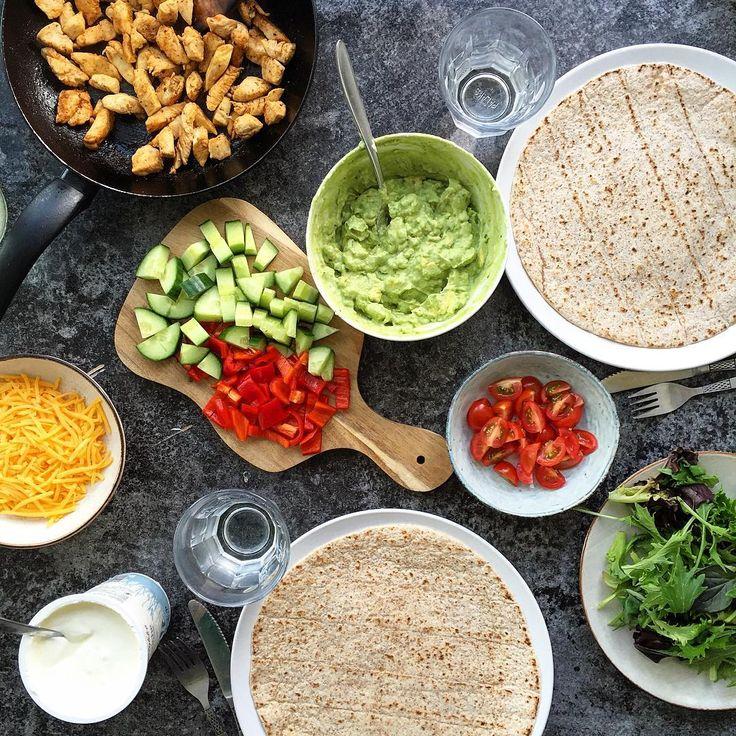 Mexi Night med @caeciliesc 🌯. Krydret kylling med berbere krydderi fra @santamariadanmark og diverse tilbehør til 😍 #wrap #burrito #mexinight #protein #kylling #deldinmad #øko #vægttab #kostvejleder #sundhed #sundmad #madpåsu #opskift #nørrebro #guakamole #fitfamdk