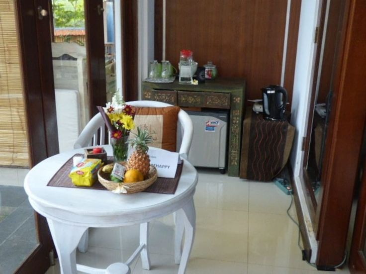 private dining place with little kitchenett