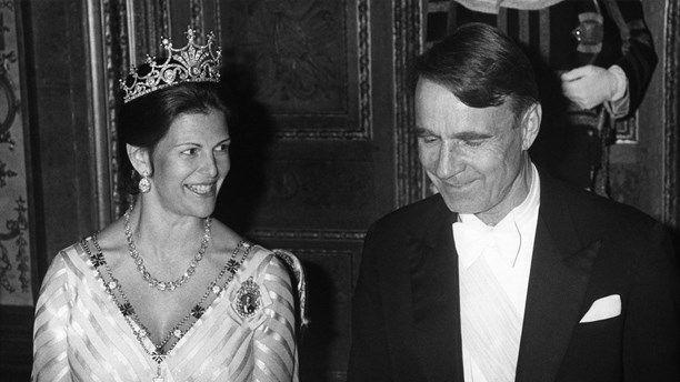 Kuningatar Silvia ja presidentti Mauno Koivisto valtiovierailun juhlaillallisilla vuonna 1982.