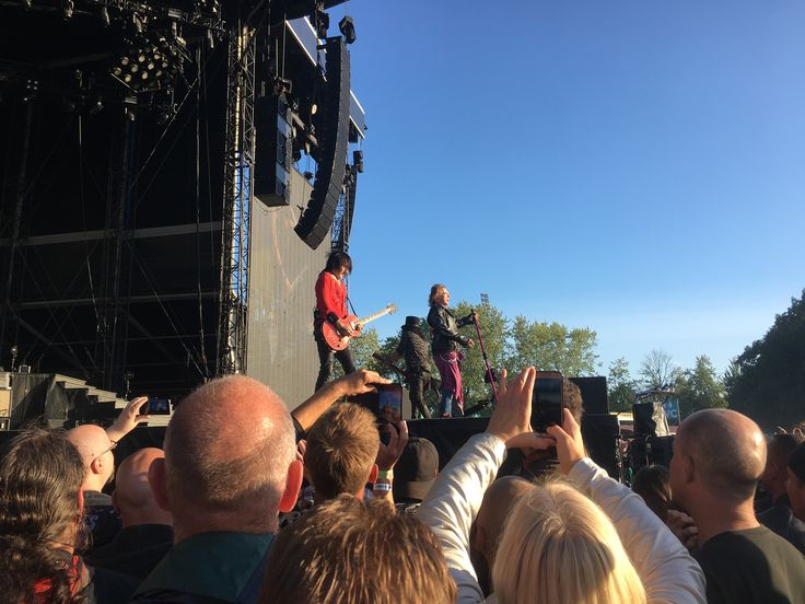 Slash, Axl and Richard Fortus! In 2017 Nijmegen