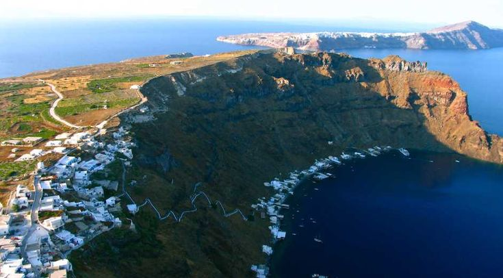 A local guide to scenic hiking routes on the island of Santorini. Full route description & sightseeing highlights for trails to Thirasia, the Caldera & Oia. selected by www.oiamansion.com