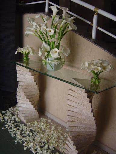 Acho que nunca disse aqui no blog a minha paixão por decoração com copos de leite. Acho lindo, perfeito e elegante. Infelizmente é uma flor...