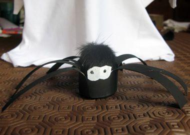Fabriquer des arignées pour Halloween - Bricolage facile pour tous les enfants