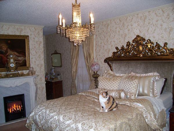 Victorian Bedroom Decorating Ideas And Pictures 131 best victorian bedroom images on pinterest | romantic bedrooms