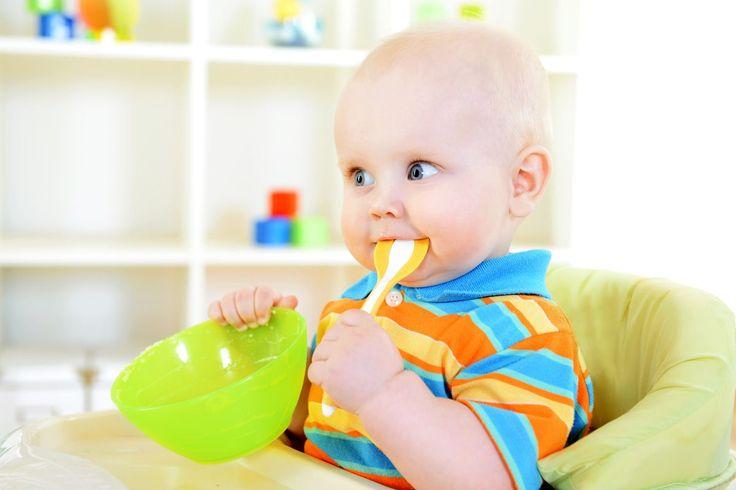 Zufüttern: Es gibt Brei, Baby! Wir informieren Sie zur schrittweisen Beikosteinführung. Plus: Beikostplan zum Ausdrucken! © iStock