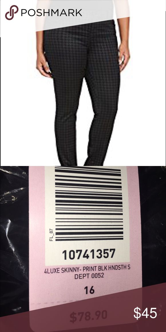 Torrid Houndstooth print skinny jeans Black and dark grey houndstooth print. Very pretty and slimming, they are too long for me. torrid Pants Skinny