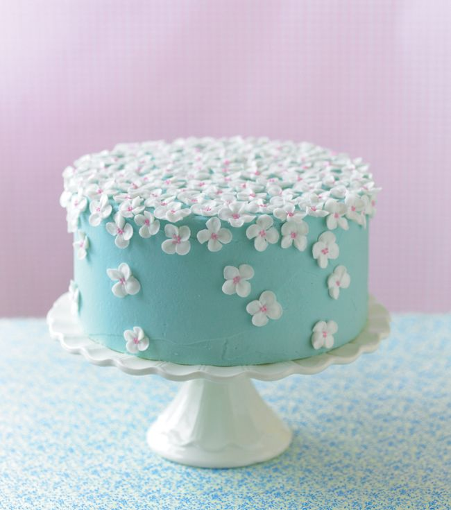 Showstopping Blossom Cake from Guide 2.  Great for summer parties!  #flowercake #buttercream #mycakedecorating