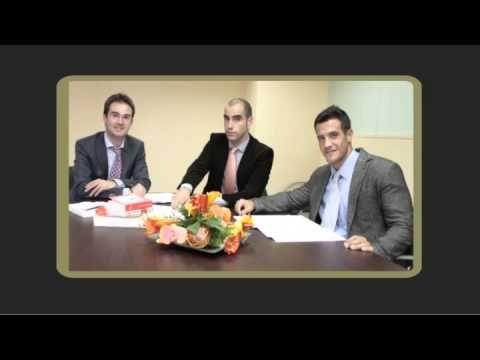 http://www.garanley-abogados.com/ Necesitas asistencia legal especializada? ¿Te preocupa encontrar un equipo de profesionales que cumplan con tus expectativas? Garanley Abogados es un despacho de abogados en Barcelona compuesto por un grupo de profesionales multidisciplinar. Llámanos y explícanos tu caso. Te asistimos en todo el procedimento. Tfnos: 931810415 - 659353503 Te ofrecemos un servicio personalizado de calidad.