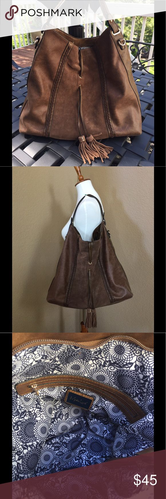 """Moda Luxe 'Hope' Hobo Bag Moda Luxe 'Hope' Hobo Bag with a tiny scuff on the bottom (see photo #6) Faux Leather.  Top zipper closure. Handle with 11"""" drop. 22"""" detachable adjustable strap included.  Perfect for a college book bag 😊 Moda Luxe Bags Hobos"""
