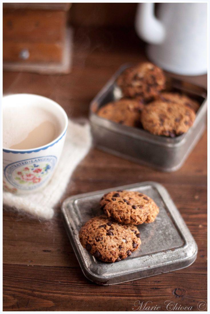 Cookies pralinés à l'okara de noisette (farine de grand épeautre, okara de noisette, sucre de coco, levure, huile de colza, noisettes, pépites de chocolat noir)