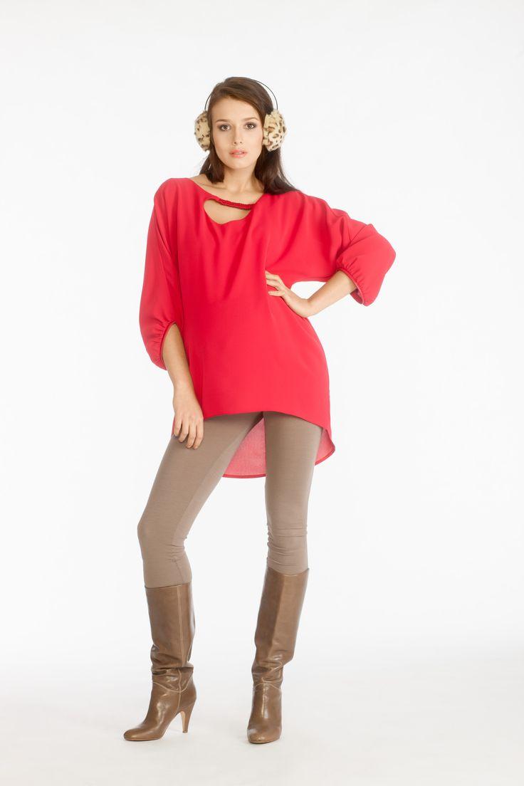 Yeva shirt red & Sava II leggings cappuccino