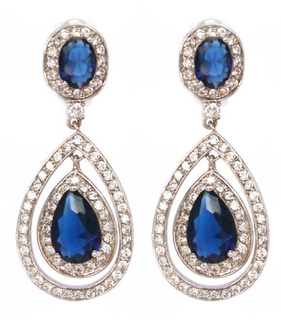 Blauwe #oorbellen speciaal ontworpen voor recente huwelijk van ontwerpster Kat Gee voor haar bruidsmeisjes. Maar natuurlijk gewoon te dragen op andere dagen.