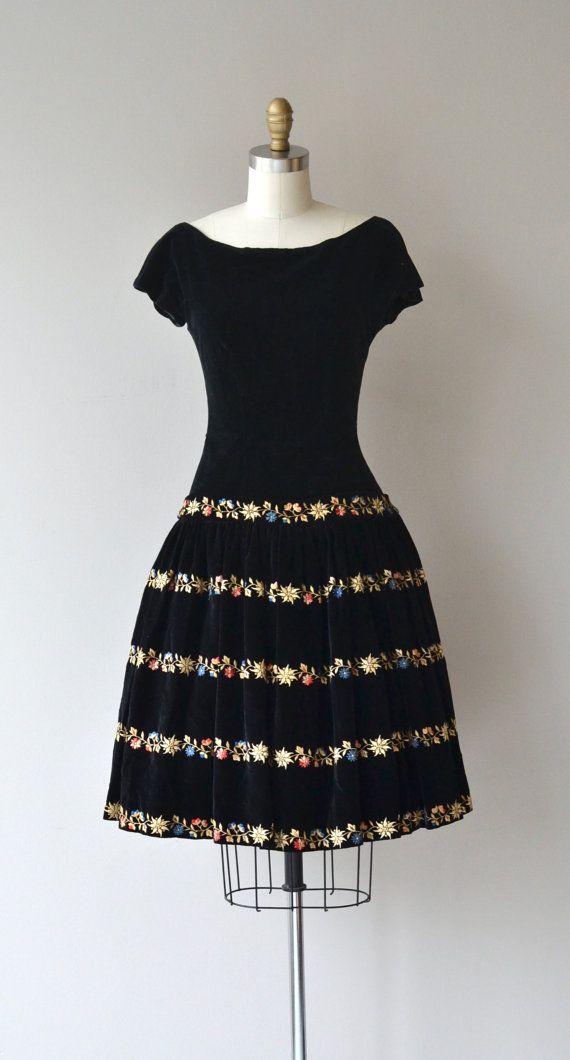 Winter Garland dress vintage 1950s dress velvet por DearGolden