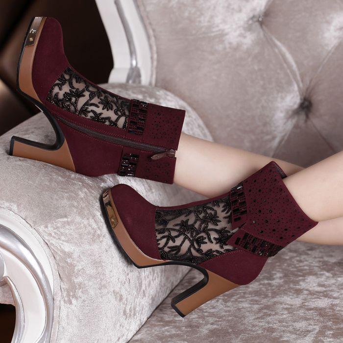 Купить товарЖенщины сапоги весна и лето чистая платформа высокая туфли на высоком каблуке обувь вырез марля нубука кожа мартин горный хрусталь свадьба обувь в категории Сапоги и ботинкина AliExpress.       ДЕТАЛИ ПРОДУКТА                                                                  Размер информация
