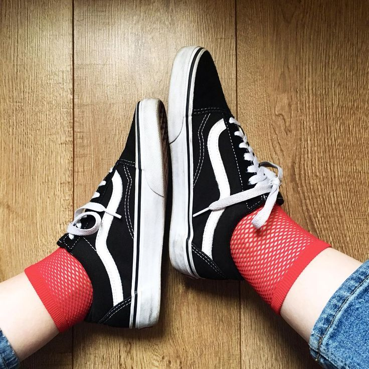 Sneakers women - Vans Old Skool and red fishnet