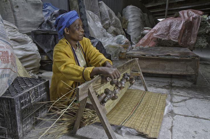 Weaving Zulu sleeping mats by Louis Kleynhans on 500px